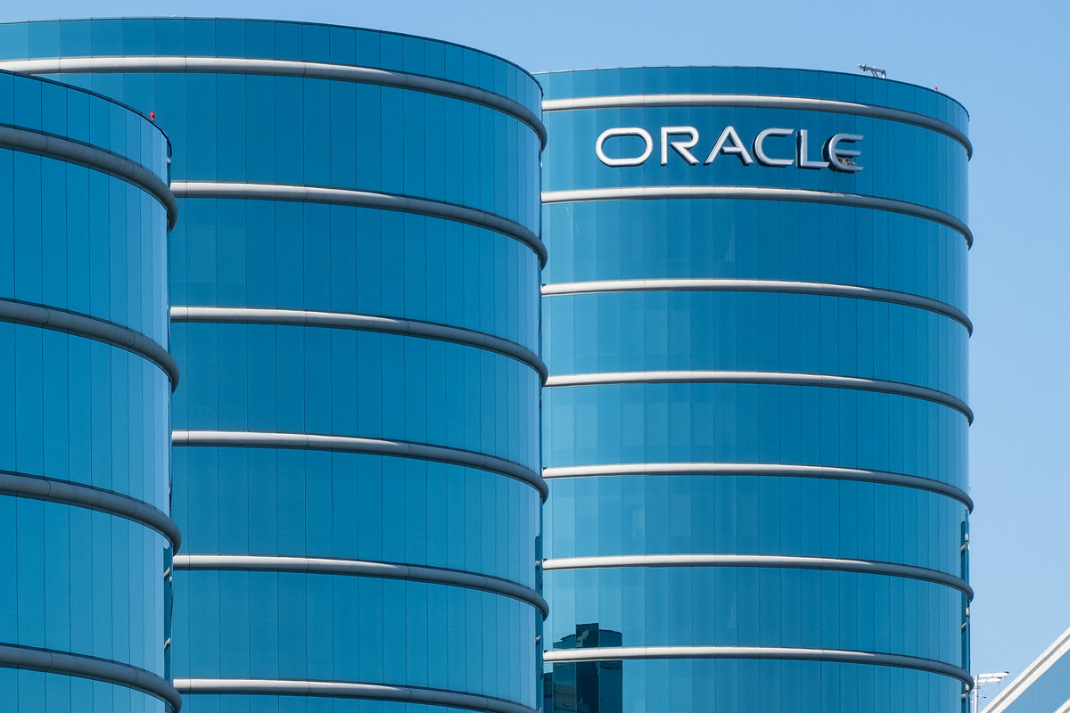 women-demand-equal-pay-at-oracle